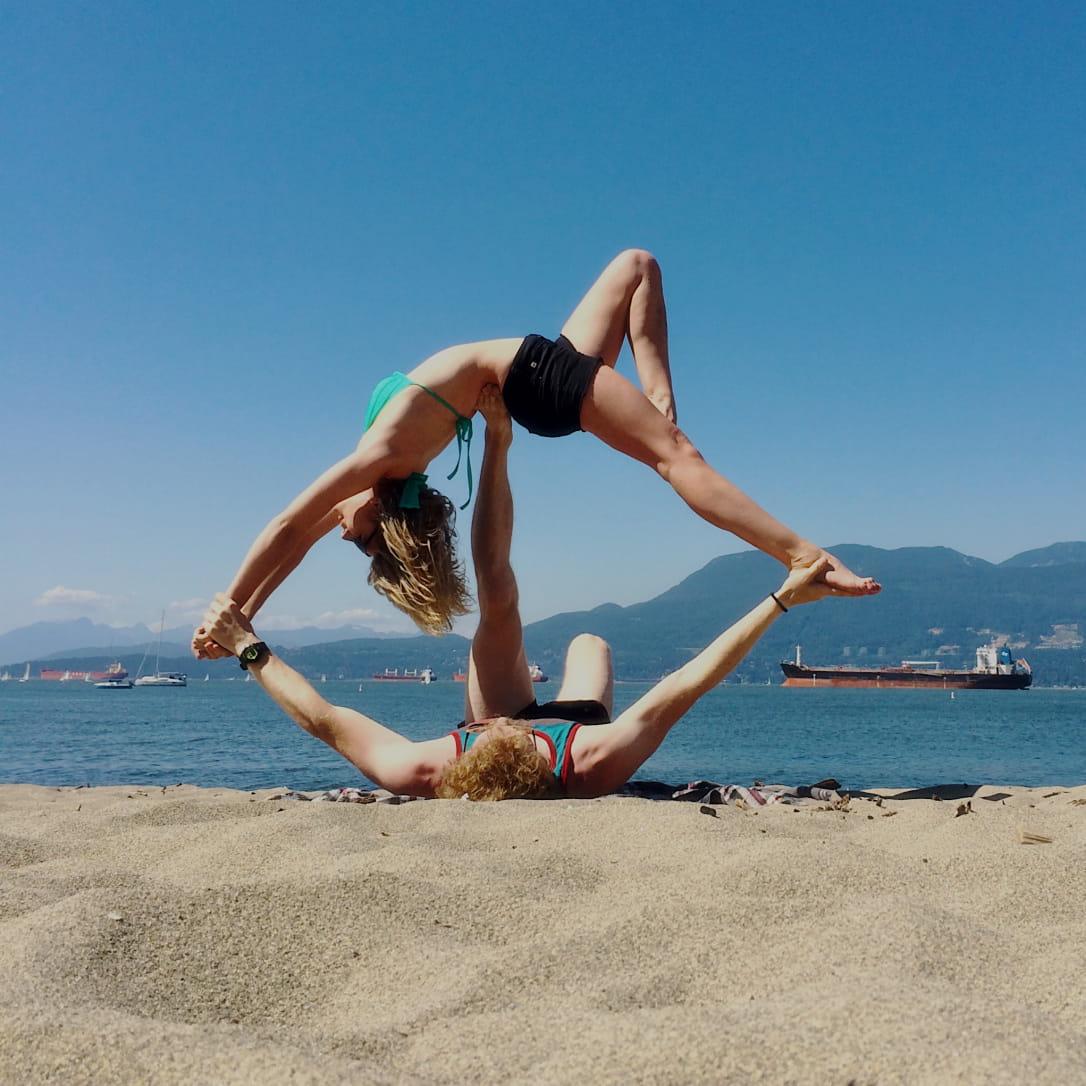 5 tư thế yoga đôi nam nữ không thể bỏ qua