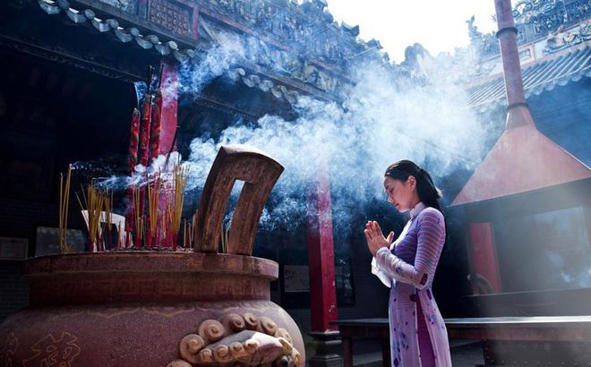 Tìm hiểu về phong tục đi chùa đầu năm xin lộc