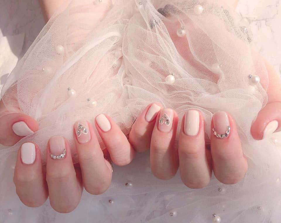 các mẫu nail đơn giản dễ thương