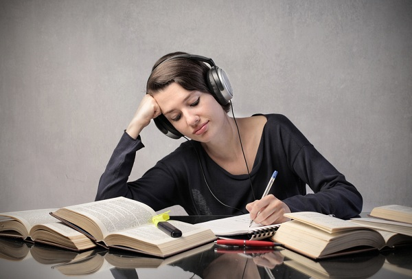 Cách học tiếng Anh cho người mới bắt đầu bằng phương pháp nghe