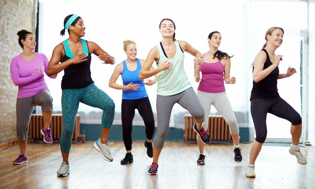 Nhảy giảm cân đơn giản tại nhà