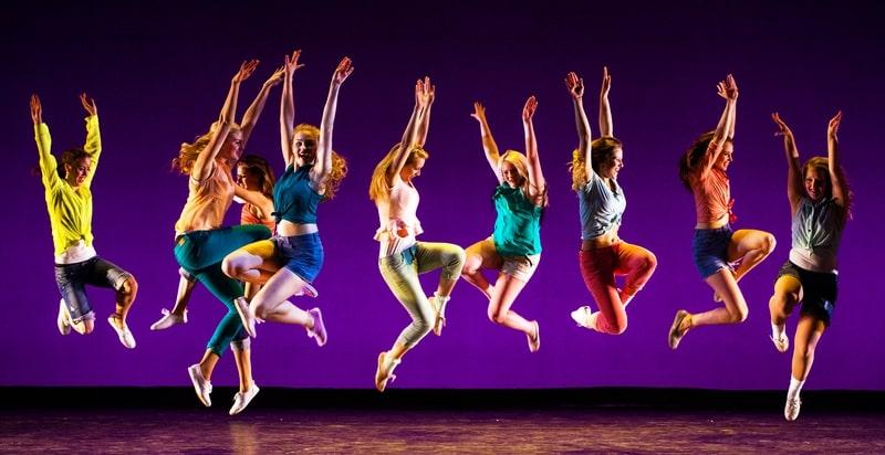 Nhảy hiện đại sôi động