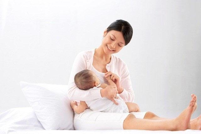 Bỏ túi những lưu ý khi nuôi con bằng sữa mẹ trong 6 tháng đầu