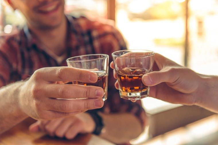 Cảnh báo tác hại nguy hiểm của việc uống rượu bia ngày Tết