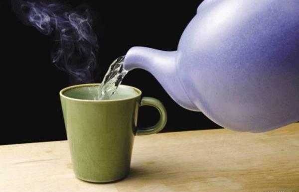 Sử dụng nước ấm bé sẽ giảm ho bạn nên áp dụng ngay