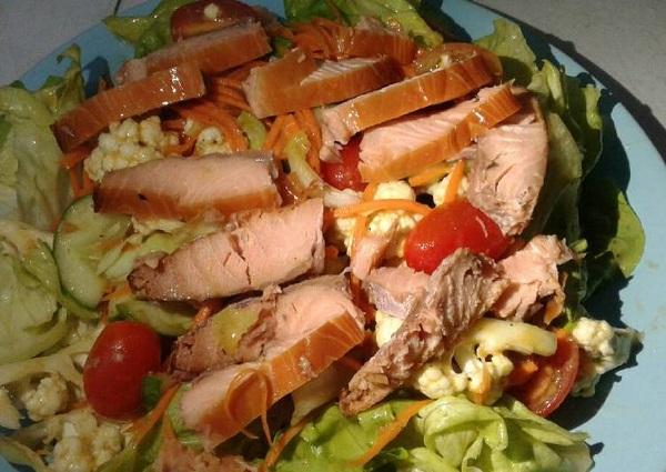 Cách làm Salad cá hồi xông khói thom ngon hấp dẫn