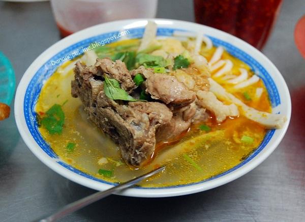 Thưởng thức món bánh canh bột gạo nổi tiếng của Việt Nam