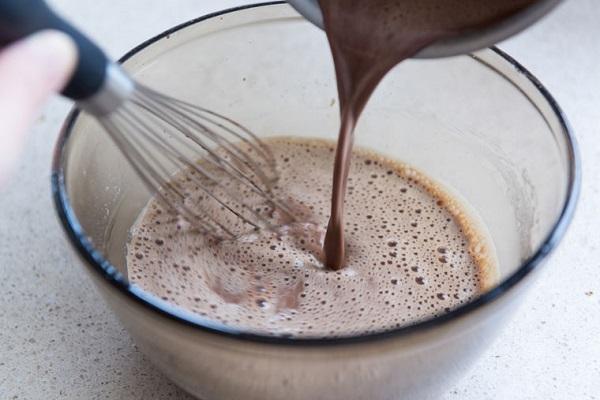 Bánh da lợn cà phê có nhiều kích cỡ và hình dáng khác nhau tùy vào khuôn bánh