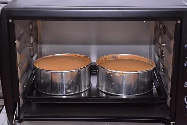 Bạn có thể lựa chọn nhiều loại khuôn khác nhau để tạo hình cho bánh gato