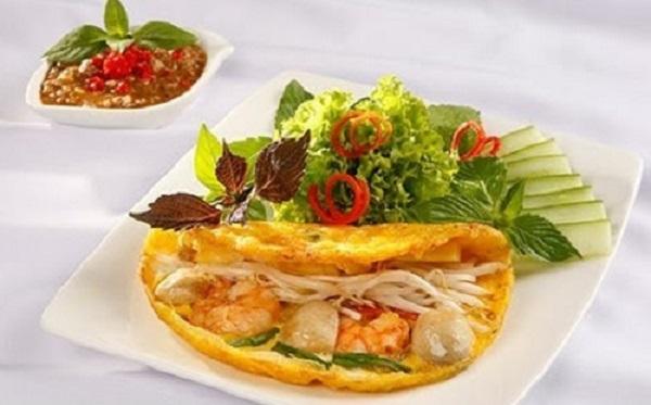 Bánh xèo là món ăn vặt đặc trưng của miền Trung
