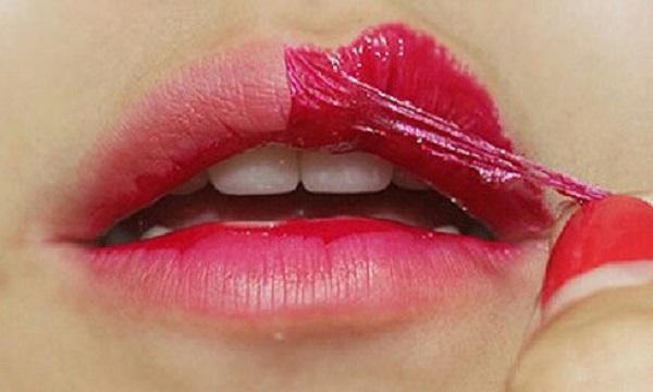 Dưỡng môi sau khi phun