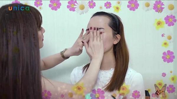 """Xem ngay: """"Học trang điểm cá nhân tại nhà"""" với chuyên gia Tina Nguyễn"""