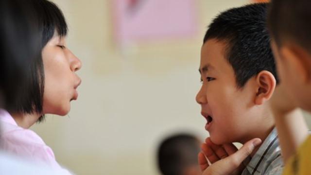 chữa nói gọng cho trẻ