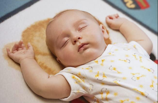 Có nên cho trẻ sơ sinh nằm gối