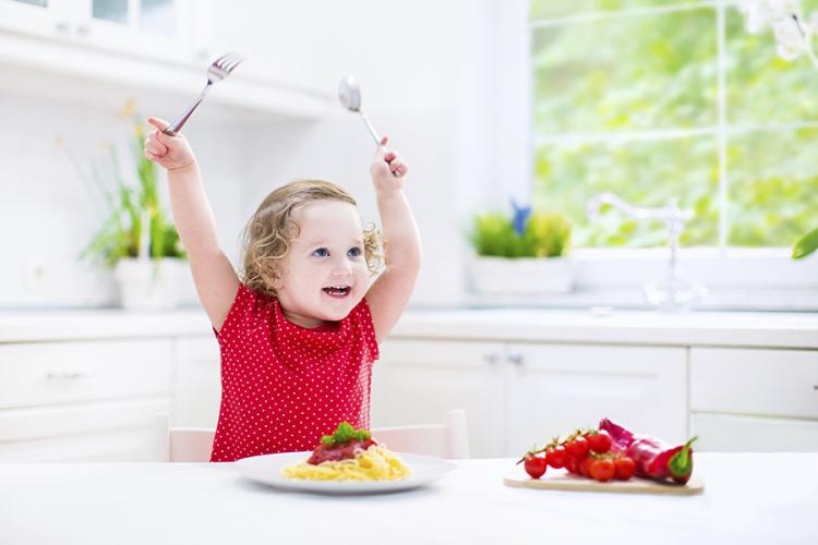 trẻ 1 tuổi biếng ăn phải làm sao