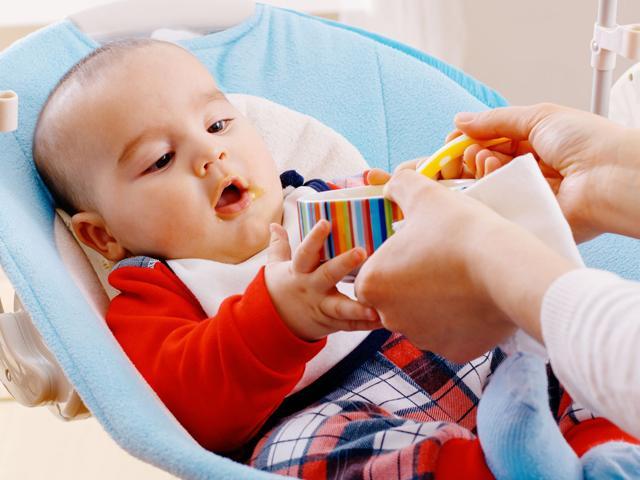 Trẻ 7 tháng tuổi ăn bao nhiêu là đủ