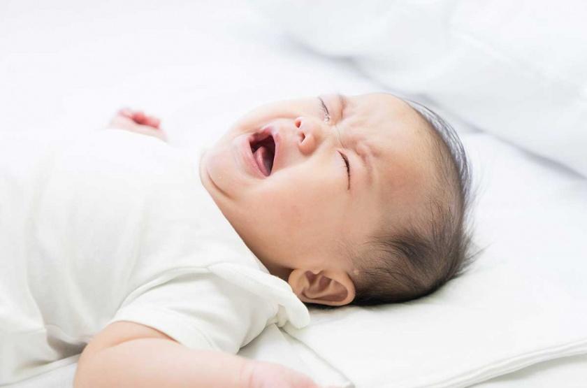 trẻ khóc đêm không rõ nguyên nhân