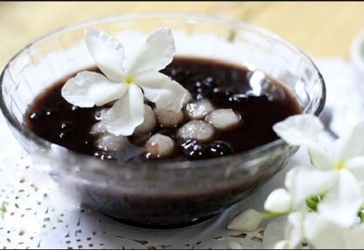 Cách nấu chè đỗ đen hạt sen trân châu