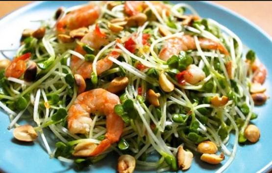 Cách làm salad tôm rau mầm