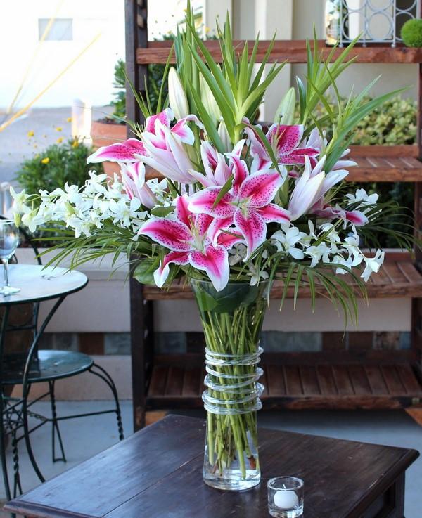 cách cắm hoa bình cao cổ tại nhà