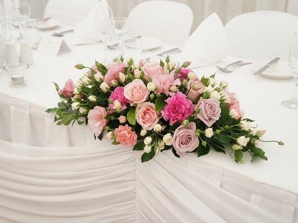 cách cắm hoa hồng để bàn đẹp nhất