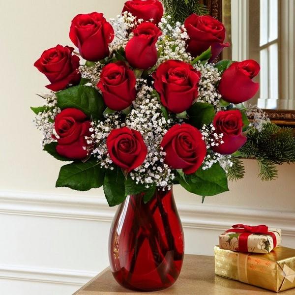 các cách cắm hoa hồng để bàn