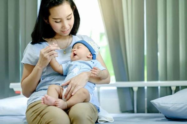 nguyên nhân trẻ sơ sinh bị nấc cụt