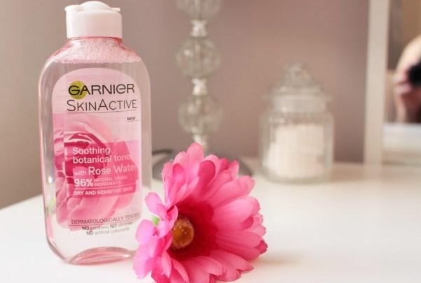 Toner hoặc nước hoa hồng