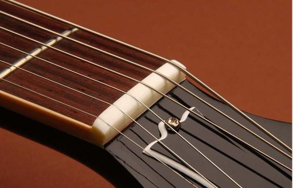 Thứ tự dây đàn guitar theo các nốt từ dày đến mỏng (phải qua trái)