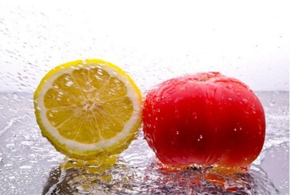 Cà chua có chứa lượng vitamin C, A, E dồi dào cà chua vừa giúp dưỡng trắng da, vừa trị mụn và làm mờ vết thâm hiệu quả