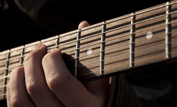hoc-choi-dan-guitar-1.jpg