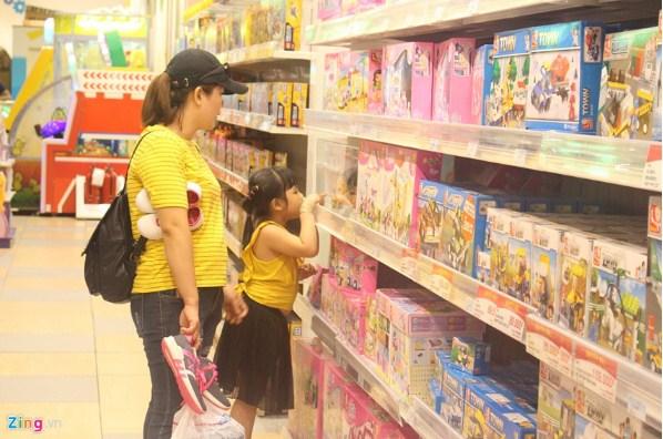 Cần bày trí cửa hàng kinh doanh đồ chơi vừa tầm với trẻ em