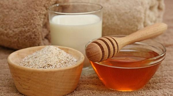 Yến mạch và sữa tươi khi kết hợp với mật ong sẽ tăng cường dưỡng chất cho da, tăng khả năng chống lão hóa, giúp giảm nếp nhăn hiệu quả