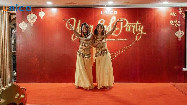 Màn múa Ấn Độ của 2 cô gái xinh đẹp đến từ Unica