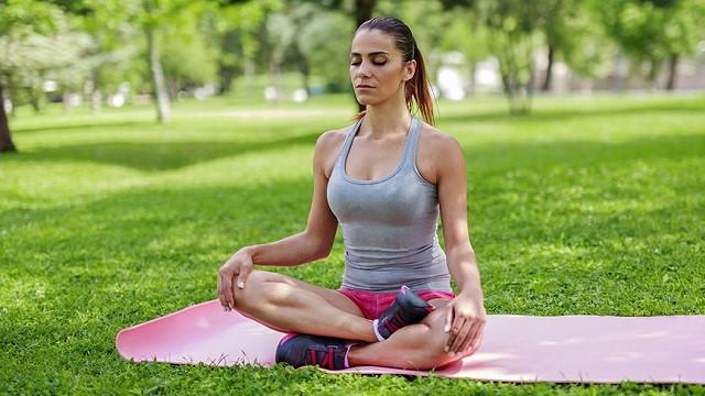 Bài tập thở với tư thế Kapalbhati (Thở làm sạch thùy trán)