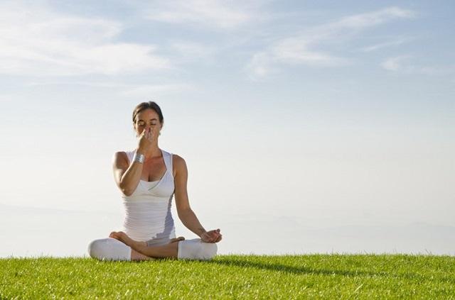 Bài tập thở với tư thế Anulom Vilom Pranayama