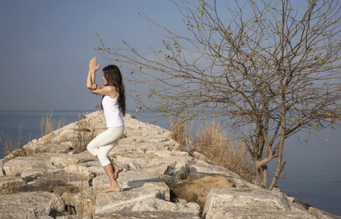 Bài tập yoga giảm cân cấp tốc với tư thế chim đại bàng