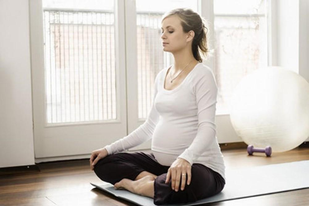 Những bài tập yoga cho bà bầu 3 tháng cuối thai kỳ