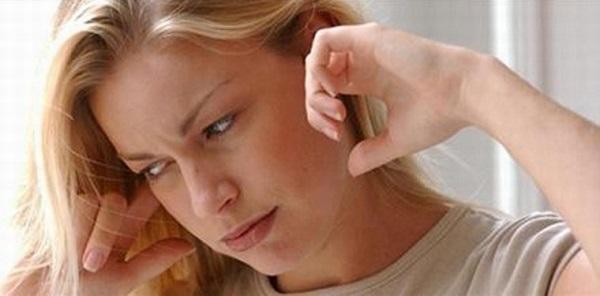 điềm báo ù tai theo khung giờ