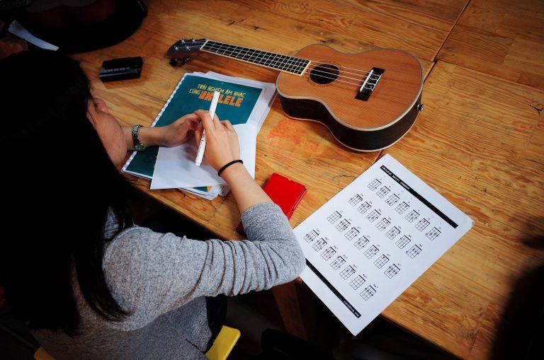 hướng dẫn chơi đàn ukulele