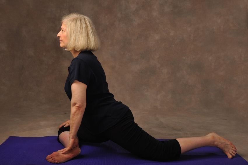 Bài tập yoga cho người cao tuổi với tư thế chim bồ câu