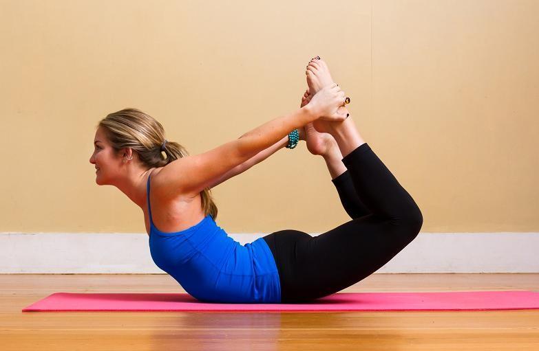 Bài tập yoga eo thon tư thế cánh cung