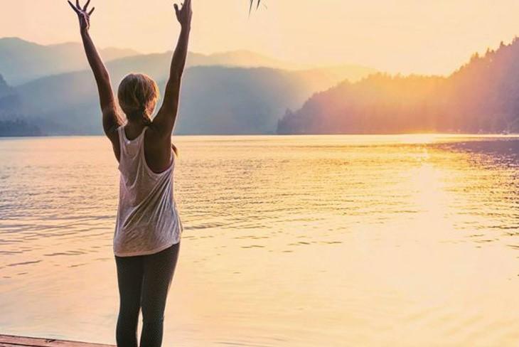 Bài tập yoga eo thon với tư thế ngọn núi