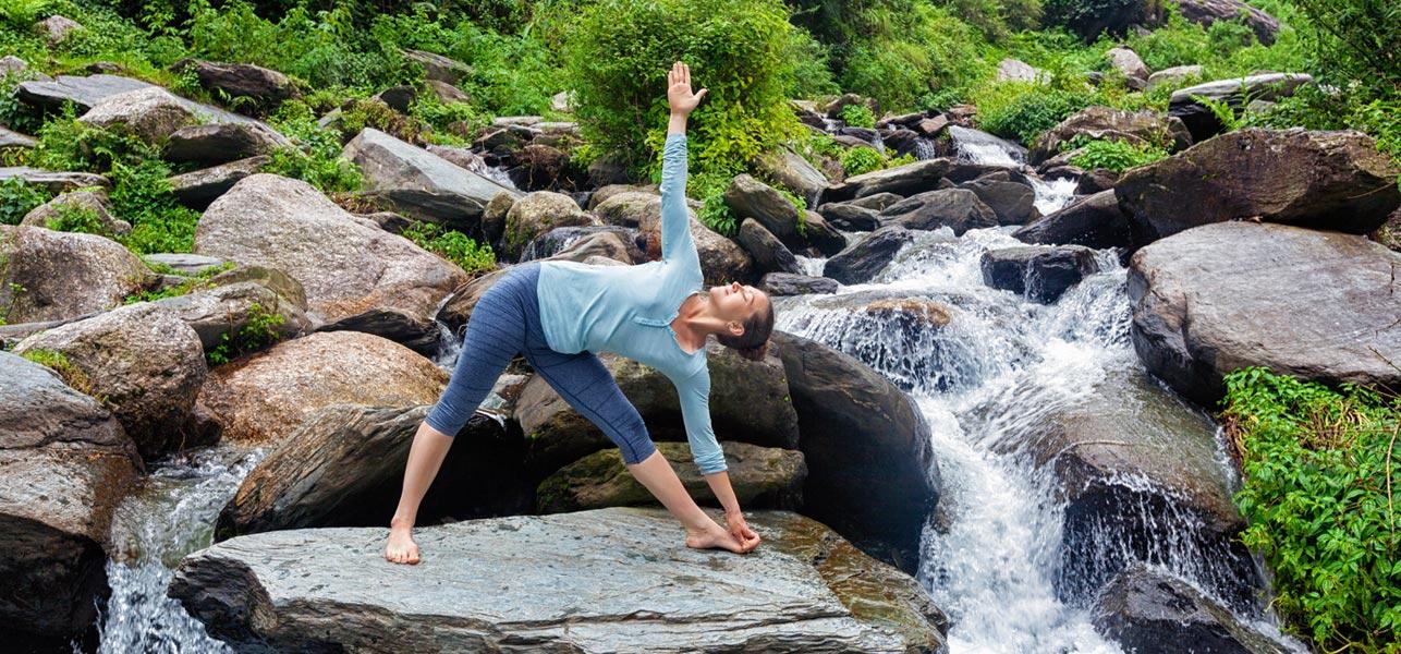 Yoga giãn cơ với tư thế tam giác