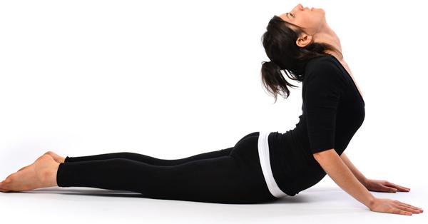 Bài tập yoga uốn dẻo lưng với tư thế rắn hổ mang