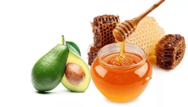 Mặt nạ bơ mật ong không chỉ sạch mụn mà còn trắng hồng, mềm mại