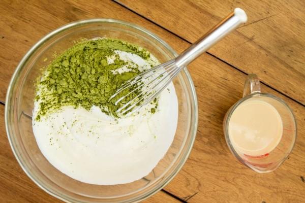 Sử dụng mặt nạ trà xanh sữa tươi để dưỡng trắng, trị mụn
