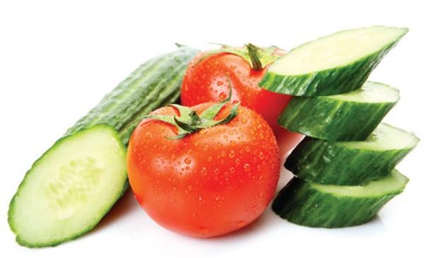 Mặt nạ cà chua kết hợp với dưa leo vô cùng hiệu quả
