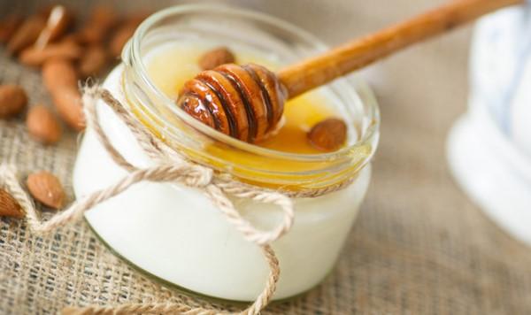 Se khít lỗ chân lông nhờ mặt nạ mật ong sữa chua