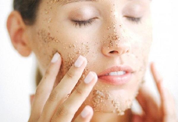 Sử dụng đường cát và dầu oliu tẩy da chết cho da khô